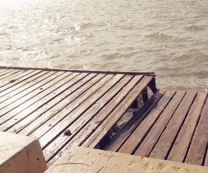 https://www.tp24.it/immagini_articoli/25-11-2019/1574646172-0-pontili-stagnone-fiorentino-danni-centrano-nulla-manutenzione.jpg