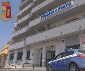 https://www.tp24.it/immagini_articoli/25-11-2019/1574666826-0-mazara-minaccia-morte-fidanzata-prende-botte-poliziotti.jpg