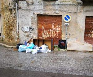 https://www.tp24.it/immagini_articoli/25-11-2019/1574701280-0-castelvetrano-fototrappole-arrivo-abbandona-rifiuti.jpg