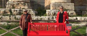 https://www.tp24.it/immagini_articoli/25-11-2020/1606285640-0-una-panchina-rossa-davanti-al-tempio-di-segesta-nbsp.jpg