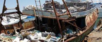 https://www.tp24.it/immagini_articoli/26-01-2021/1611648990-0-mazara-si-demoliscono-le-barche-utilizzate-dai-migranti-abbandonate-al-porto.png