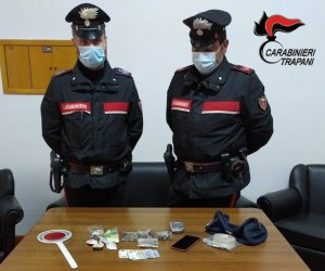 https://www.tp24.it/immagini_articoli/26-02-2021/1614335127-0-arrestato-uno-spacciatore-di-marijuana-ad-alcamo.jpg