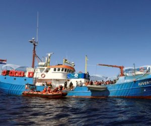 https://www.tp24.it/immagini_articoli/26-04-2018/1524775500-0-migranti-aiuti-umanitari-storia-juventa-accuse-procura-difesa.jpg