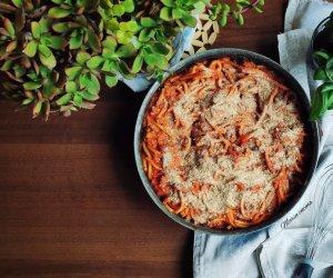 https://www.tp24.it/immagini_articoli/26-04-2021/1619472317-0-le-ricette-veloci-di-maria-i-bucatini-al-forno.jpg