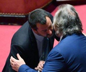 https://www.tp24.it/immagini_articoli/26-05-2020/1590473049-0-un-siciliano-con-la-lega-oggi-giarrusso-bacia-salvini-in-cambio-di-cosa-nbsp.jpg