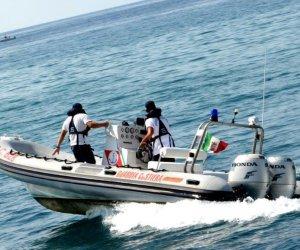https://www.tp24.it/immagini_articoli/26-06-2019/1561558580-0-vito-capo-turista-cade-sugli-scogli-interviene-guardia-costiera.jpg