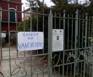 https://www.tp24.it/immagini_articoli/26-09-2016/1474915781-0-alcamo-raid-vandalico-al-parco-suburbano-san-francesco.jpg