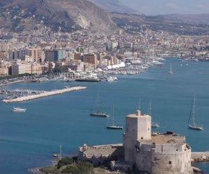https://www.tp24.it/immagini_articoli/26-09-2019/1569487623-0-trapani-rilasciata-nave-moldava-fermata-guardia-costiera-porto.jpg