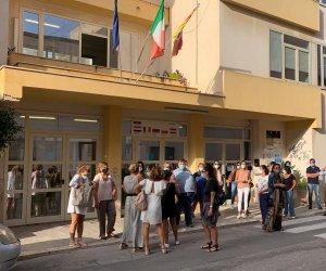 https://www.tp24.it/immagini_articoli/26-09-2020/1601105985-0-nuovo-anno-scolastico-ci-sono-problemi-al-cavour-protestano-le-famiglie-nbsp.jpg
