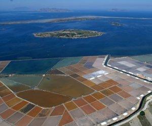 https://www.tp24.it/immagini_articoli/26-10-2013/1382742384-0-approvato-il-progetto-del-molo-all-isola-lunga-si-torna-a-trasportare-sale-con-le-barche.jpg