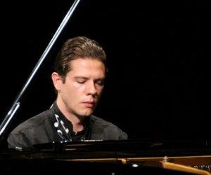 https://www.tp24.it/immagini_articoli/26-10-2017/1509011054-0-trapani-concerto-pianoforte-giulio-padova-vincitore-golden-award.jpg