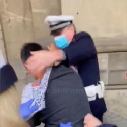 https://www.tp24.it/immagini_articoli/26-10-2020/1603691815-0-si-metta-la-mascherina-vigili-contro-una-donna-il-video-nbsp.jpg