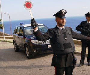 https://www.tp24.it/immagini_articoli/26-11-2019/1574767925-0-minaccia-incendia-lauto-arrestato-stalker-castellammare.jpg
