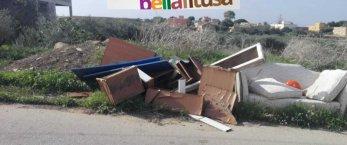 https://www.tp24.it/immagini_articoli/26-11-2020/1606346045-0-marsala-bella-fitusa-i-rifiuti-accumulati-da-mesi-nelle-contrade-cutusio-e-dara-nbsp.jpg