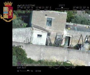 https://www.tp24.it/immagini_articoli/27-06-2019/1561615363-0-caccia-messina-denaro-video-perquisizioni-castelvetrano.png