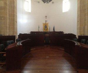 https://www.tp24.it/immagini_articoli/27-06-2019/1561667104-0-blitz-amici-messina-denaro-sfiora-consiglio-comunale-mazara.jpg