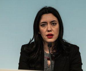 https://www.tp24.it/immagini_articoli/27-06-2020/1593248695-0-scrive-francesca-incandela-di-italia-viva-trapani-sulla-ministra-azzolina-che-dovrebbe-dimettersi.jpg