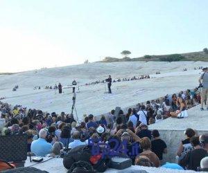 https://www.tp24.it/immagini_articoli/27-07-2019/1564235757-0-alessandro-preziosi-tramonto-magico-cretto-celebrando-memoria-gibellina.jpg