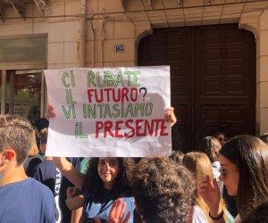 https://www.tp24.it/immagini_articoli/27-09-2019/1569572532-0-friday-future-studenti-manifestano-anche-marsala-immagini.jpg