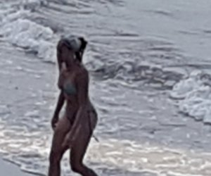 https://www.tp24.it/immagini_articoli/27-10-2019/1572193811-0-bella-ragazza-protagonista-tuffo-fuori-stagione-mura-tramontana.jpg