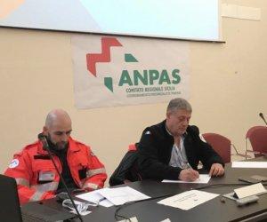 https://www.tp24.it/immagini_articoli/27-11-2019/1574879718-0-erice-volontari-protezione-civile.png