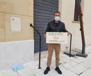 https://www.tp24.it/immagini_articoli/27-11-2020/1606472039-0-potra-essere-operato-paolo-il-fratello-si-era-incatenato-in-piazza-a-mazara.jpg