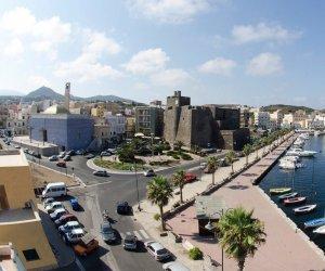 https://www.tp24.it/immagini_articoli/27-12-2020/1609059356-0-immigrazione-continuano-gli-sbarchi-a-pantelleria-centro-di-prima-accoglienza-pieno.jpg
