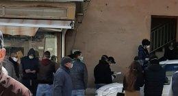 https://www.tp24.it/immagini_articoli/28-03-2020/1585389903-0-marsala-lincredibile-fila-persone-devono-fare-tampone-porticella.jpg