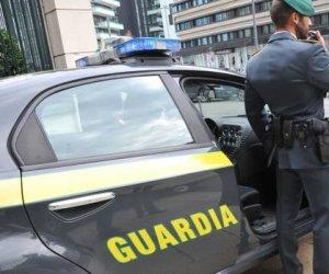https://www.tp24.it/immagini_articoli/28-03-2020/1585406926-0-sicilia-evade-domiciliari-fugge-scooter-processato-videoconferenza.jpg