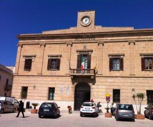 https://www.tp24.it/immagini_articoli/28-04-2019/1556446724-0-favignana-commissione-sugli-appalti-forza-italia-dittatura-maggioranza.jpg