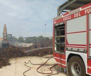 https://www.tp24.it/immagini_articoli/28-05-2018/1527460341-0-stato-vasto-incendio-castelvetrano.jpg
