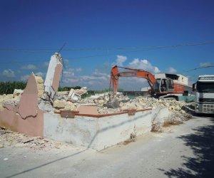 https://www.tp24.it/immagini_articoli/28-07-2017/1501199604-0-abusivismo-edilizio-demolizioni-ferme-tanti-abusiche-fine-fatto-tolleranza-zero.jpg