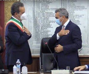 https://www.tp24.it/immagini_articoli/28-07-2021/1627481064-0-l-amore-finito-tra-il-sindaco-grillo-e-il-consiglio-comunale.jpg