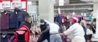 https://www.tp24.it/immagini_articoli/28-09-2020/1601320783-0-i-clienti-non-vogliono-mettere-la-mascherina-il-video-della-rissa-al-supermercato.jpg