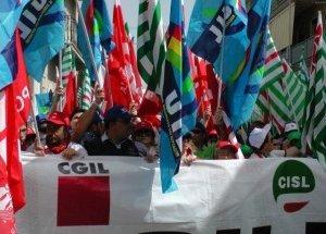 https://www.tp24.it/immagini_articoli/28-10-2015/1446027315-0-domani-sindacati-in-piazza-contro-crocetta-manifestazioni-anche-a-trapani.jpg