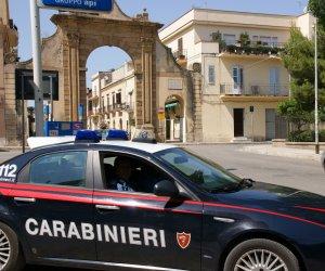 https://www.tp24.it/immagini_articoli/28-10-2019/1572259170-0-controlli-carabinieri-castelvetrano-arresti.jpg