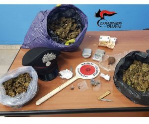 https://www.tp24.it/immagini_articoli/28-10-2019/1572264981-0-hashish-coca-marijuana-arrestati-spacciatori-trapani.jpg