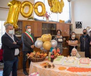 https://www.tp24.it/immagini_articoli/28-10-2020/1603909890-0-marsala-nonna-luciana-festeggia-nbsp-100-anni.jpg