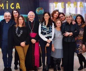 https://www.tp24.it/immagini_articoli/28-11-2019/1574945611-0-vescovo-trapani-incontra-bambini-scuola-dellinfanzia-giuliano.jpg