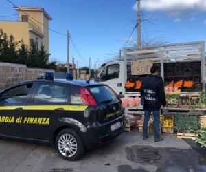 https://www.tp24.it/immagini_articoli/28-11-2020/1606560554-0-sicilia-vendono-prodotti-alimentari-e-mascherine-senza-autorizzazione-nbsp-denunciati-49-ambulanti.jpg