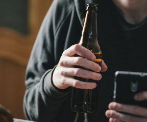 https://www.tp24.it/immagini_articoli/28-12-2019/1577517041-0-ragazzo-coma-etilico-durante-festa-amici-anziche-aiutarlo-filmano.jpg