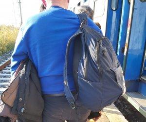 https://www.tp24.it/immagini_articoli/29-03-2021/1617041217-0-trapani-treni-da-terzo-mondo-noi-abbandonati-in-campagna.jpg