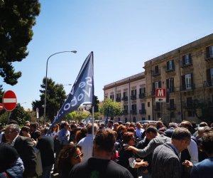 https://www.tp24.it/immagini_articoli/29-04-2019/1556531785-0-birgi-manifestazione-palermo-salvare-laeroporto.jpg