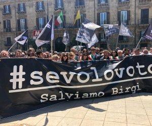 https://www.tp24.it/immagini_articoli/29-04-2019/1556538163-0-protesta-laeroporto-birgi-palermo-parla-sindaco-trapani-tranchida.jpg