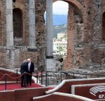 https://www.tp24.it/immagini_articoli/29-05-2017/1496055705-0-taormina-vinto-sicilia.jpg