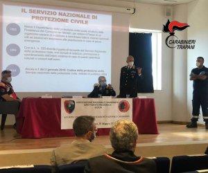 https://www.tp24.it/immagini_articoli/29-05-2021/1622303308-0-alcamo-l-associazione-nazionale-carabinieri-presenta-il-servizio-cinofili.jpg