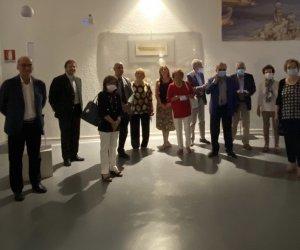 https://www.tp24.it/immagini_articoli/29-06-2020/1593445160-0-il-lions-club-di-marsala-dona-nbsp-al-museo-lilibeo-i-disegni-di-leek-sulla-nave-punica.jpg