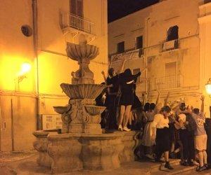 https://www.tp24.it/immagini_articoli/29-10-2019/1572306712-0-trapani-marsala-baldoria-risse-incivilta-centro-storico.jpg
