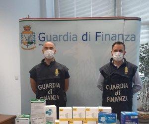 https://www.tp24.it/immagini_articoli/29-10-2020/1603982369-0-sicilia-le-nbsp-fiamme-gialle-sequestrano-nbsp-28mila-mascherine-di-protezione-non-sicure.jpg