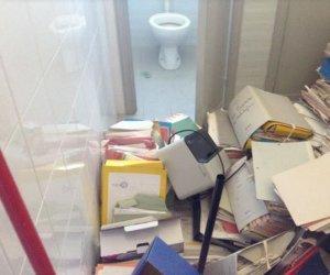 https://www.tp24.it/immagini_articoli/29-11-2019/1575015519-0-marsala-uffici-comunali-amabilina-discarica-documenti-bagno.jpg